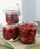 Cranberryrelish in drei Einmachgläsern