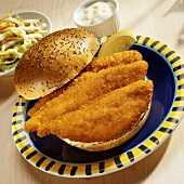 Fish burger with coleslaw and tartare sauce