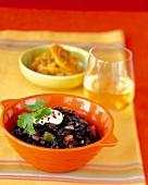 Schwarze Bohnen mit Paprika und Kochbananen (Kuba)