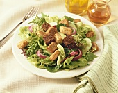 A garden salad with croutons
