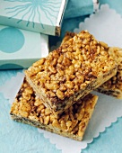 Puffed rice bars with chocolate chips
