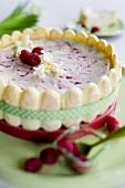 Cheesecake with raspberries and sponge fingers