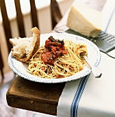 Spaghetti al pomodoro (Spaghetti with tomato sauce, Italy)