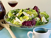 Salad leaves with pears and blue cheese, salad dressing