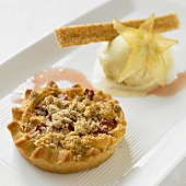 Fruit crumble tart and vanilla ice cream with carambola