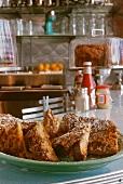Knusprige French Toasts auf der Theke im Diner (USA)