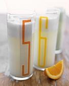 Ramos Fizz (Gin, Milch, Sahne, Eiweiss, Orangenblütenwasser)