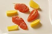 Grapefruit- und Zitronenschnitze