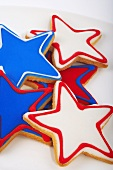 Mehrere Sternplätzchen in den Farben der USA-Flagge