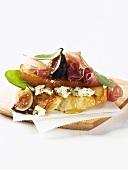 Gorgonzola, pear, Parma ham, figs and honey on white bread