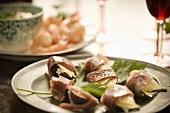 Involtini di fichi e prosciutto (Prosciutto-wrapped figs)