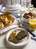 Gebratene Leberpastete im Biscuit zum Frühstück