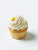 Vanilla Cupcake with Daisy