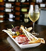 Antipasto misto e vino bianco (Assorted appetisers, Italy)
