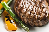 Grilled Filet Mignon with Asparagus and Peppers