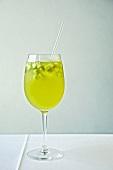 Weisswein-Sangria im Stielglas