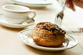 A sticky bun with maple syrup and raisins, Pennsylvania, USA