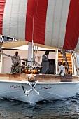 Passagiere auf dem Deck eines Segelbootes, Nil, Ägypten