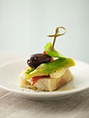 Canapé with asparagus and olive