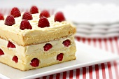 Sponge cake with white chocolate and raspberries