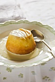 Sponge pudding with pineapple