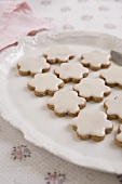 Apple and cinnamon biscuits with icing sugar
