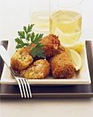 Breaded shrimp and crab cakes with lemon wedges