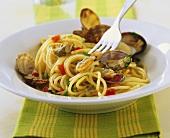 Spaghetti con le vongole (Nudeln mit Muscheln, Italien)