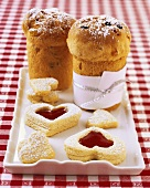 Dolci di Natale (Small panettone & heart-shaped biscuits, Italy)