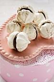 Meringues with chocolate cream