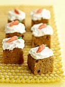 Small carrot cakes for children