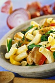 Rigatoni with chicken breast and vegetables
