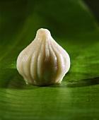 Modak (süss gefüllte Teigtasche aus Reismehl, Indien)