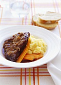 Braised steak with caramelised onions