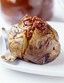 Baked potato with chili sauce