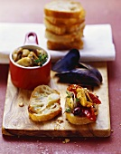 Crostini with Bouchot mussels, dried tomatoes and olives