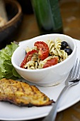 Barbecued chicken with pasta salad