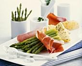 Green asparagus with yoghurt and quark dip and ham