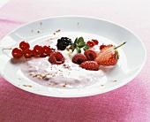 Berry yoghurt with cinnamon