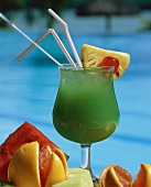 Green cocktail with slices of fruit