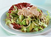Curly endive and radicchio salad with salmon