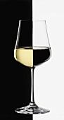 Weissweinglas, black & white