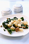 Gnocchi with spinach and walnuts