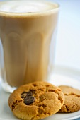 Chocolate chip cookies and caffè latte