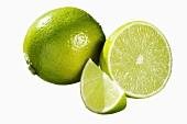 Limette: halb, ganz und Schnitz