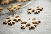 Sprinkling snowflake biscuits with sugar