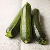 Drei Zucchini