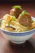 Egg noodles with spicy meatballs (China)