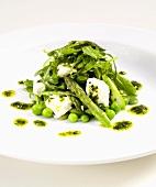 Spargel-Erbsen-Salat mit Ziegenkäse