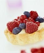 Berry tart with vanilla cream